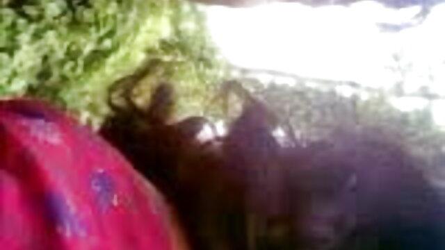 बड़ी हिंदी मूवी के सेक्सी लूट दाई कैमरे पर हस्तमैथुन पकड़ा